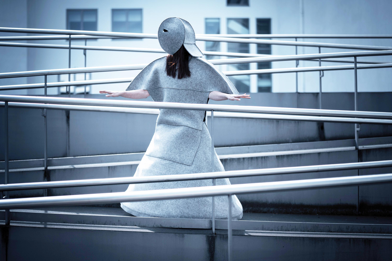 """Körpermaske 1 aus """"Geometrisches Ballett"""" von Ursula Sax, fotografiert am 23. Mai 2019 am Deutschen Hygiene-Museum Dresden. Tanz: Katja Erfurth Produktion: tristan  Foto: André Wirsig"""