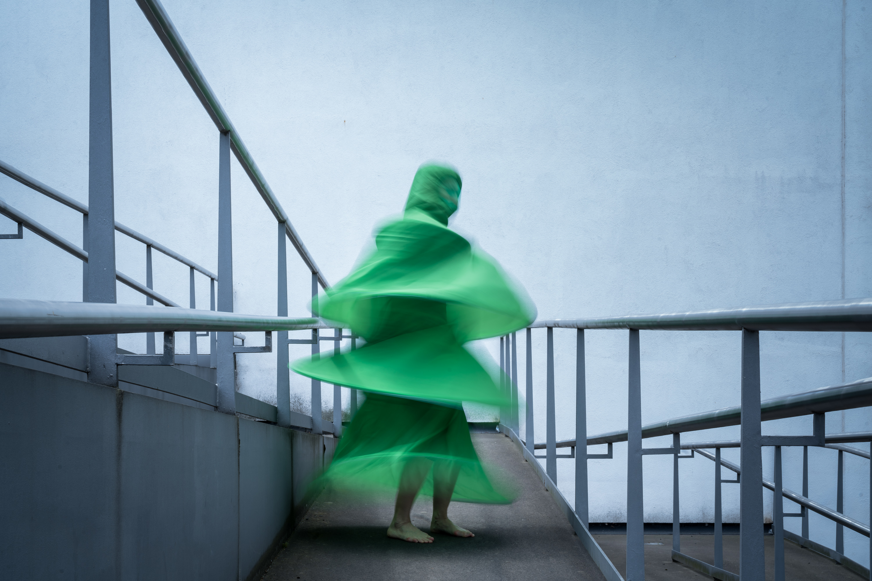 """Luftkleid 1 aus """"Geometrisches Ballett"""" von Ursula Sax, fotografiert am 23. Mai 2019 am Deutschen Hygiene-Museum Dresden. Tanz: Katja Erfurth Produktion: tristan  Foto: André Wirsig"""